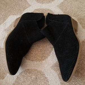 NWT!! Kenneth Cole Reaction back zip boots